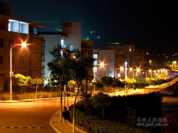 青岛科技大学崂山校区夜景